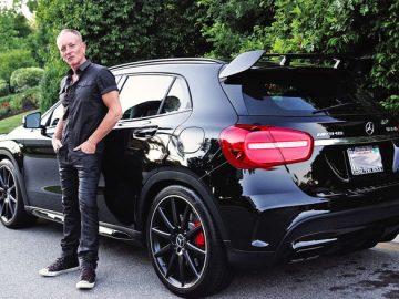 phil-collen-with-2016-mercedes-amg-gla45-02